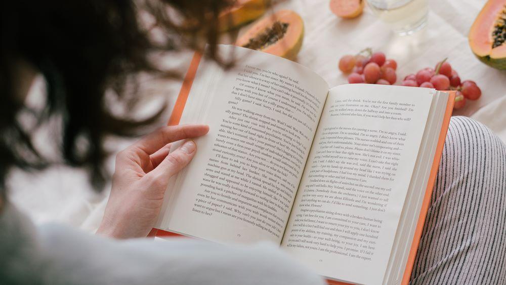 Contoh potensi diri membaca buku.