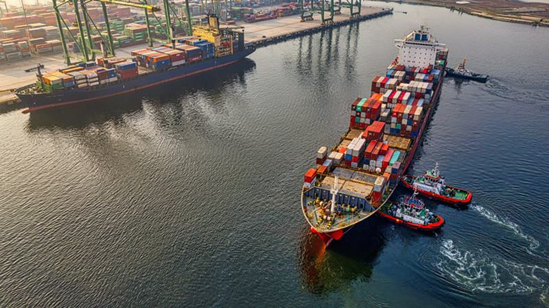 Ilustrasi kapal kargo, bisnis emiten saham DEAL.