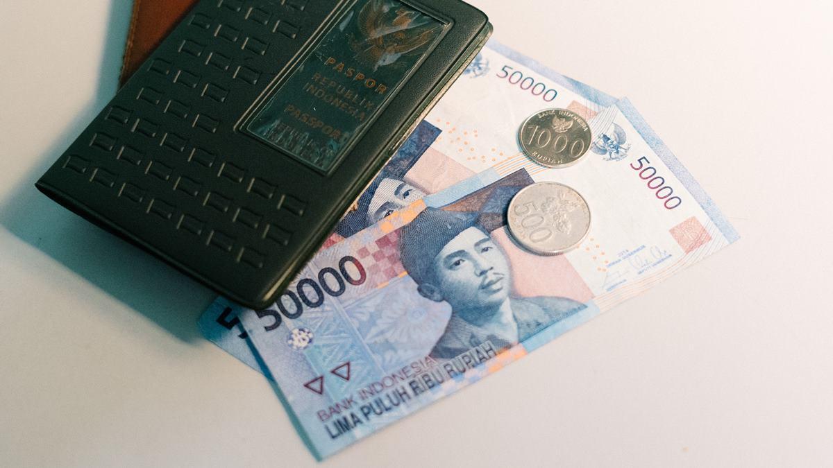 Uang 50 ribu rupiah.