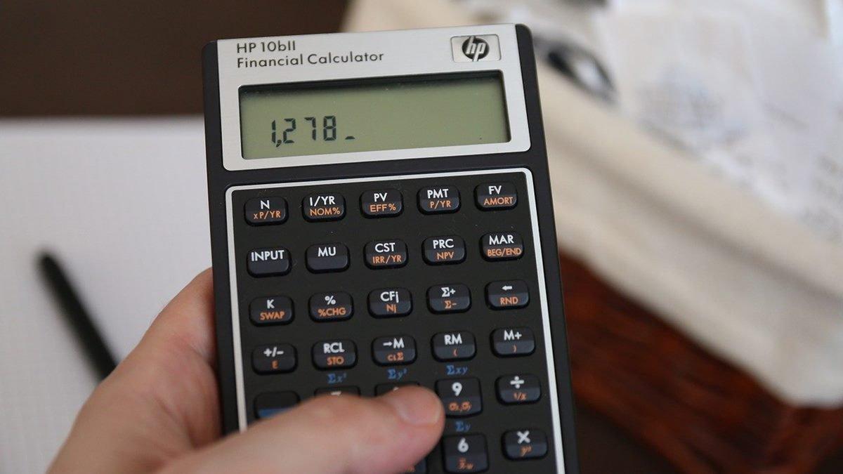Ilustrasi kalkulator investasi.